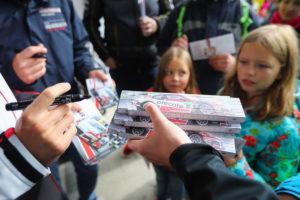 Unsere Zollstockaktion begeisterte große und kleine Fans gleichermaßen